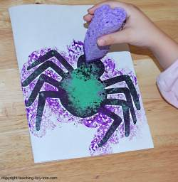 how to put paint with a  sponge