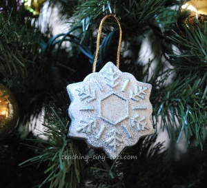 Toddler Activities Create Ornaments Paperweights And