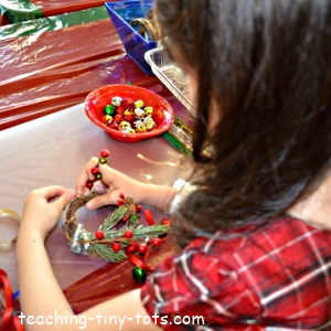 making a christmas wreath ornament