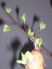Attaching the leaves on the Easter tree
