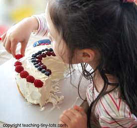 Making an easy fruit rainbow cake.