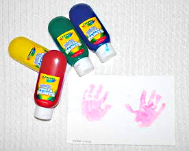 Making hand prints with your toddler