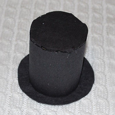 Make this cute Lincoln top hat to celebrate President's Day.