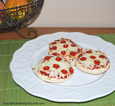 Easy Muffin Pizza for Kids