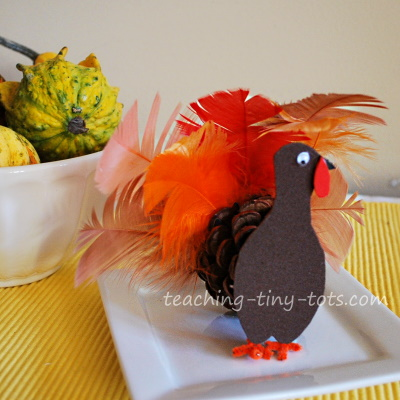 Make this cute Pinecone Turkey