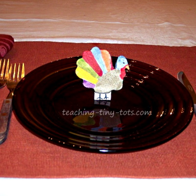 Make a salt dough turkey for Thanksgiving place setting or decorations.
