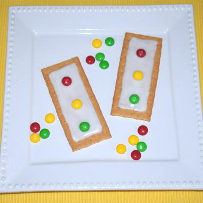 Make these stoplight graham crackers.