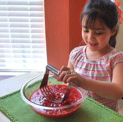 How to make easy strawberry jam.