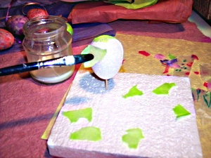 How to make Easter eggs with styrofoam and tissue.