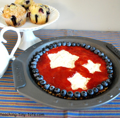 Pretty No Bake Star Cheesecake for the Fourth of July.