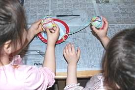 How to make an Easter string egg.