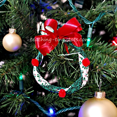 Make a really cute wreath ornament for Christmas